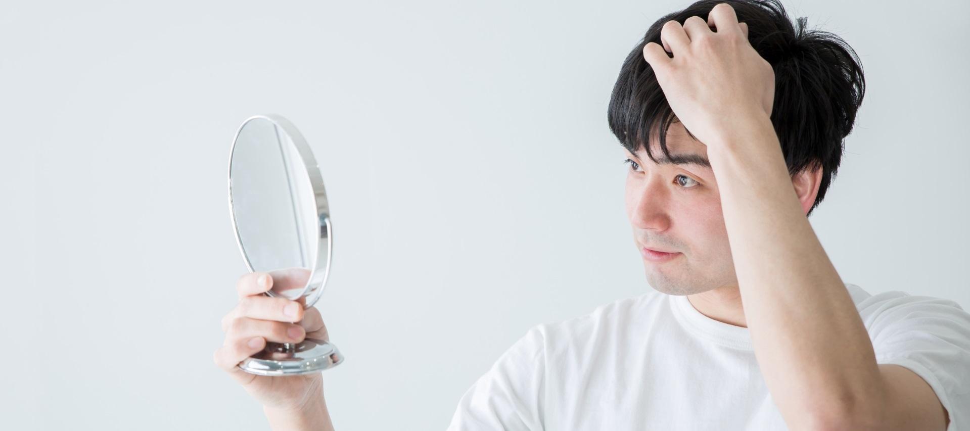 もう抜け毛で悩まない!AGA(男性型脱毛症)の原因と仕組みとは