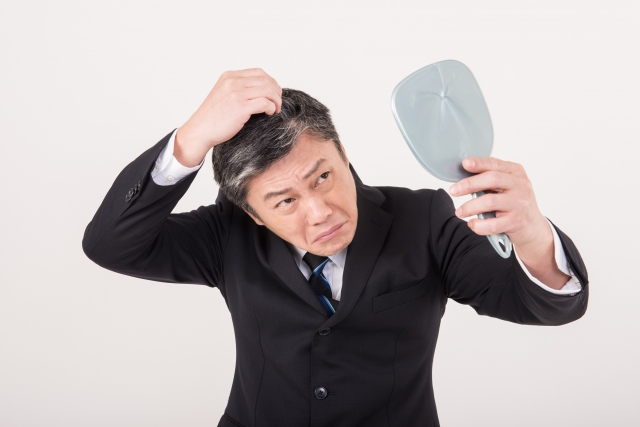 【薄毛に関して一番つらかったエピソード大公開!】髪に悩む男性の75.4%が「髪ハラ」経験あり!